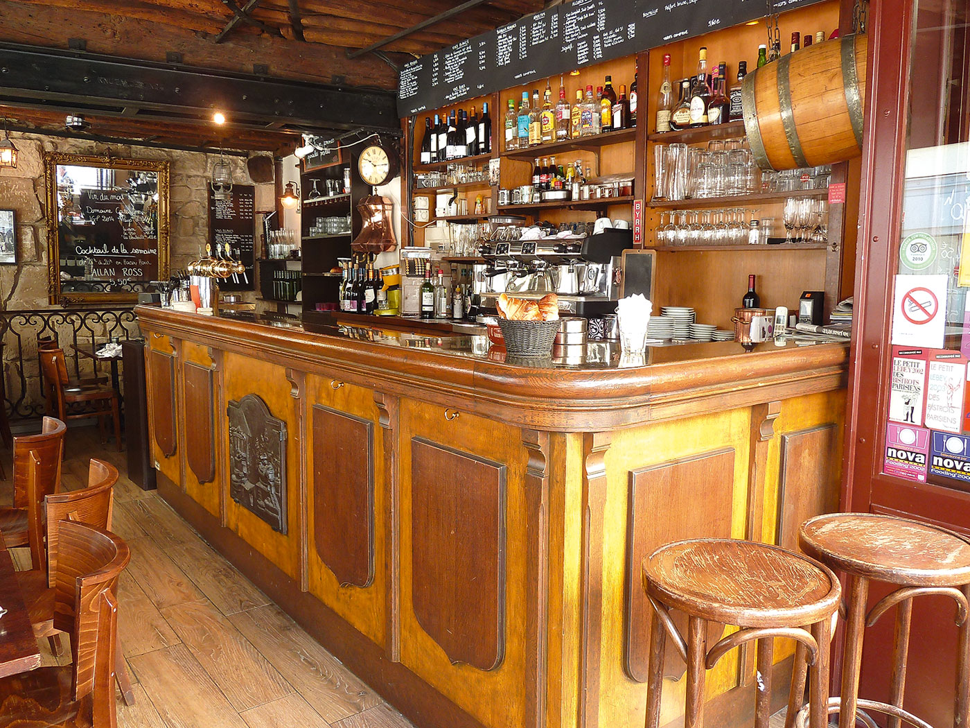 taverne-arbre-sec-photo-bar-salle