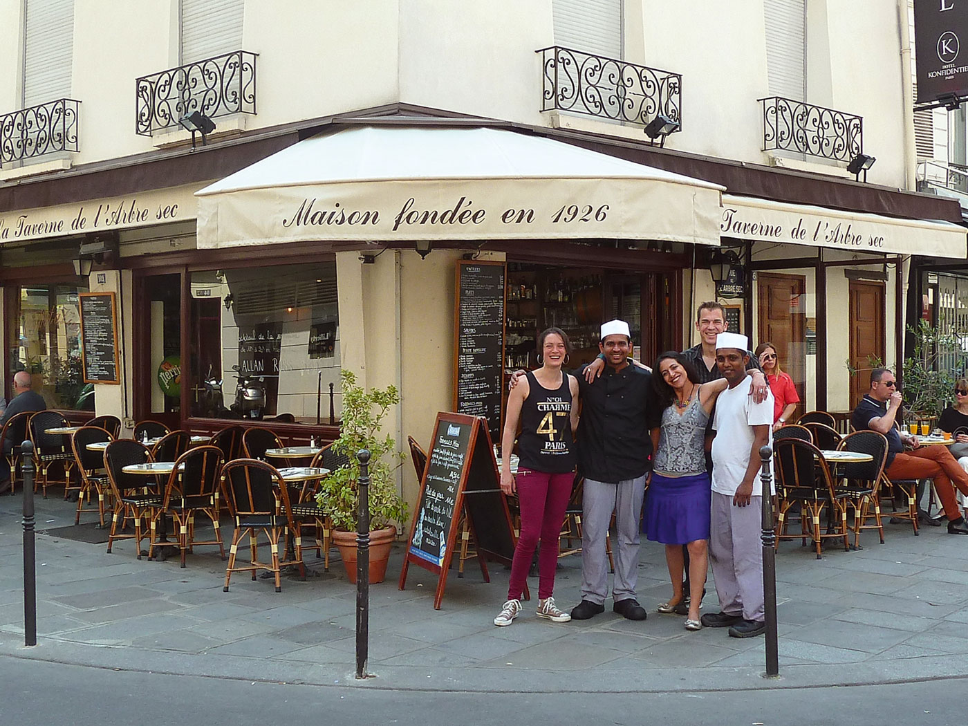 taverne-arbre-sec-photo-staff